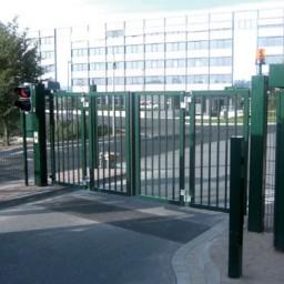 Puerta de seguridad plegable